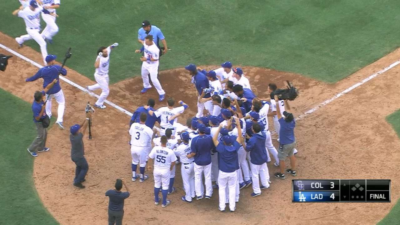 Vinning tribute! LA walks off to clinch West