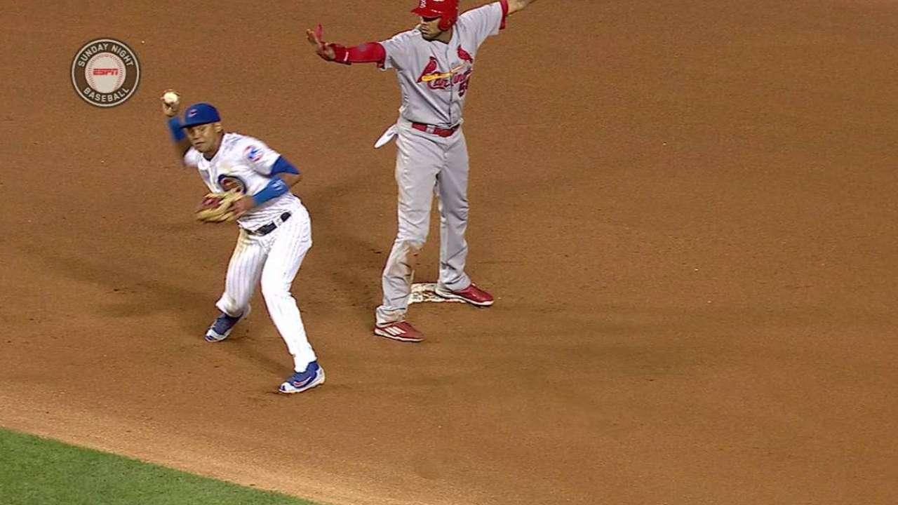 J. Martinez beats Ross' throw