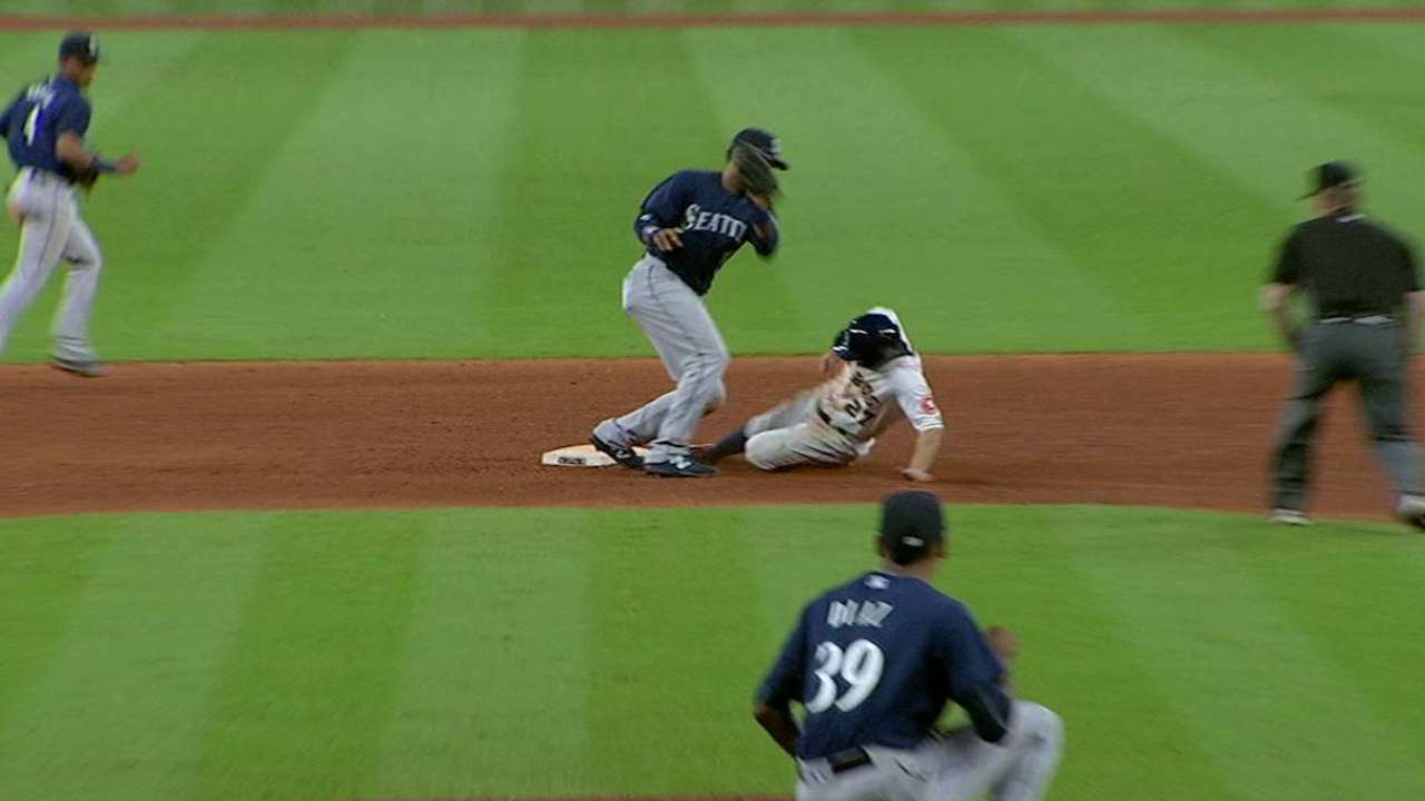 Altuve swipes second base
