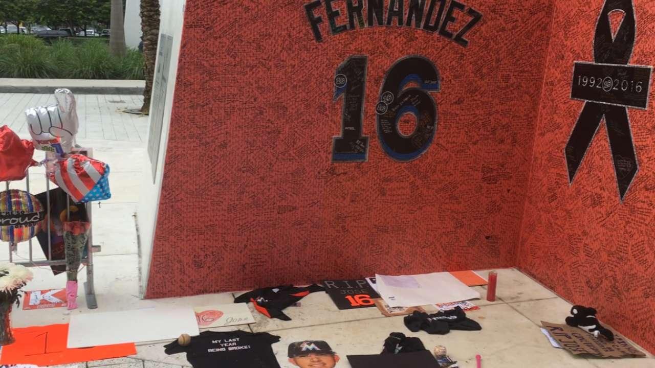 Fernandez mourned at Marlins Park memorial