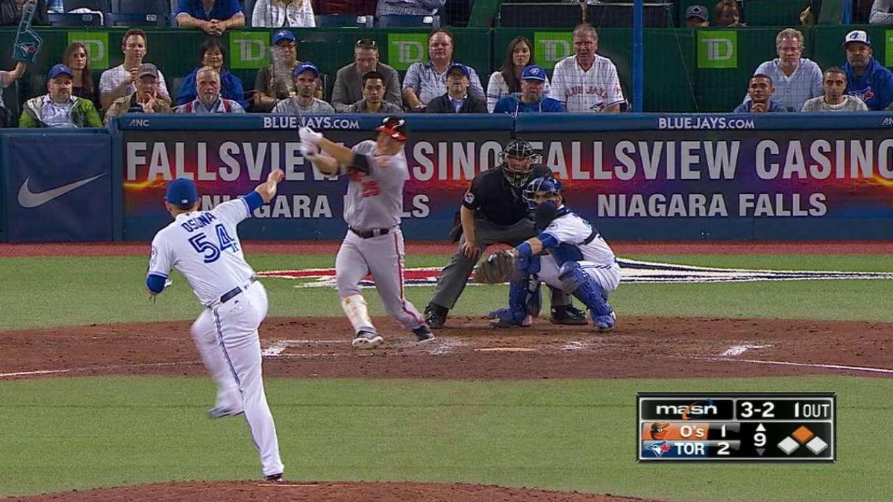 Jonrón de Kim ayuda a Orioles a acercarse a Azulejos