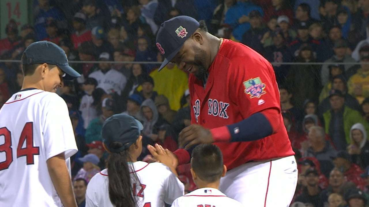 Ortiz meets kids on field