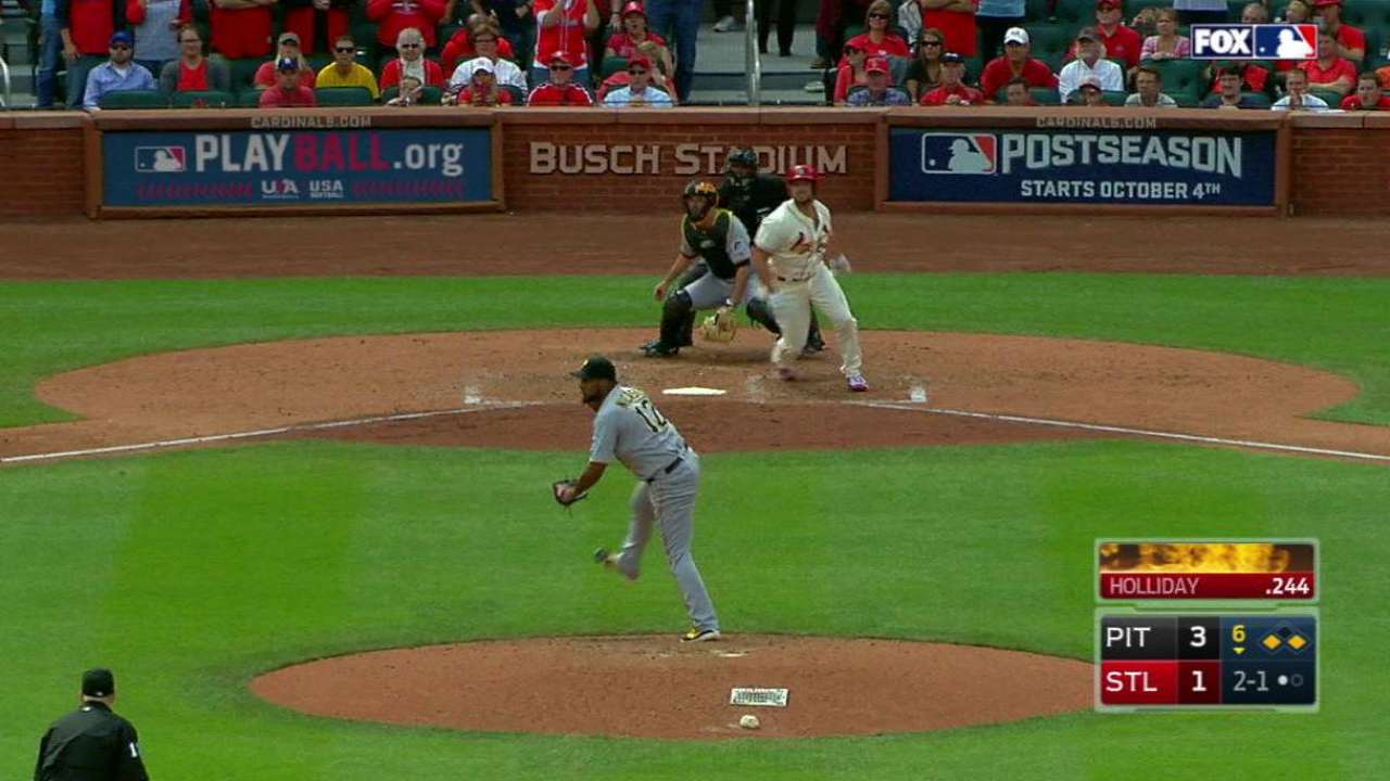 Holliday's pinch-hit RBI single