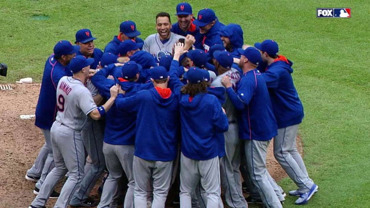 Mets win to earn playoff berth