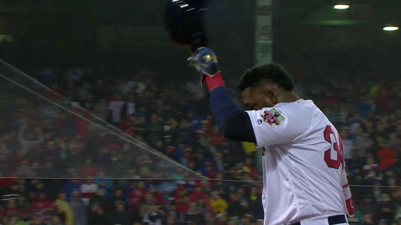 Big Papi singles, gets ovation