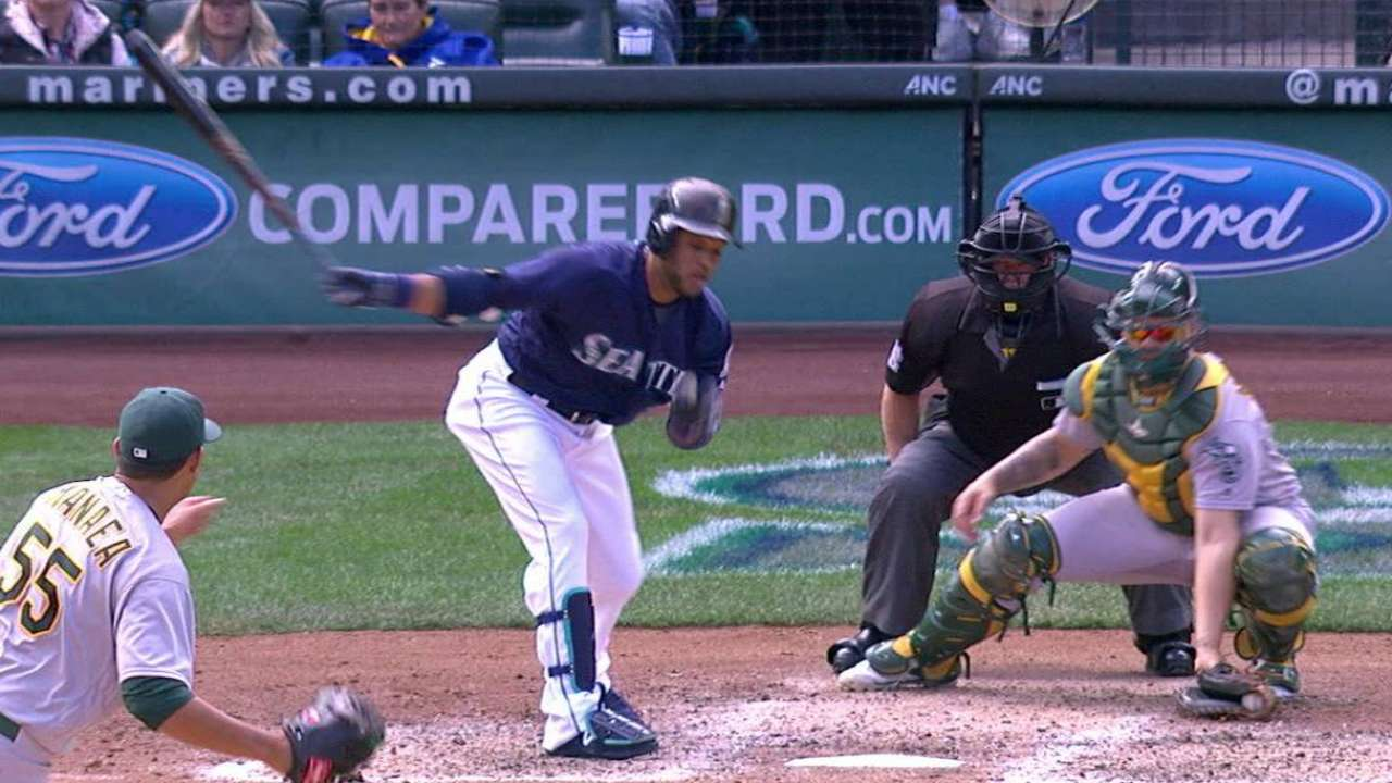 A's edge Mariners to close out 2016 campaign
