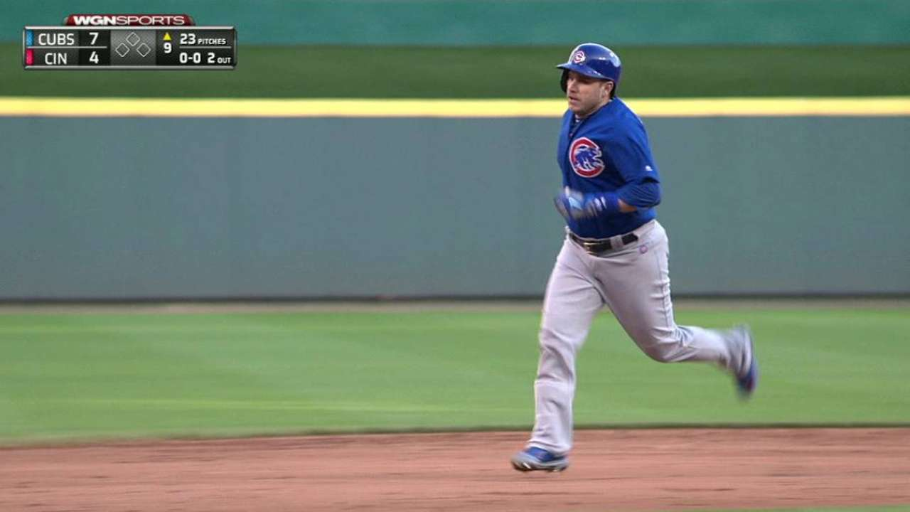 Three's company: Cubs stick with catcher trio