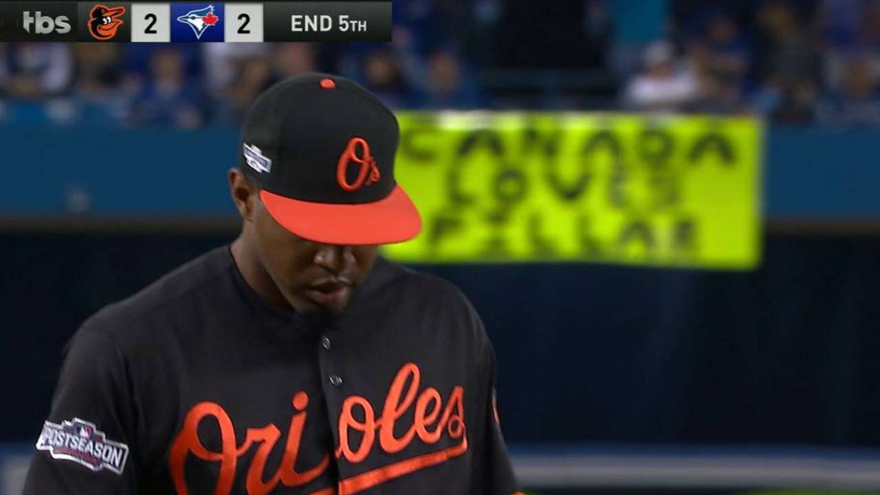 Bullpen bails O's out with two double plays