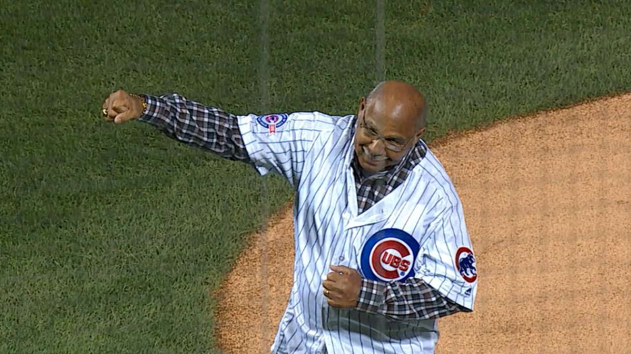 Williams, Ditka help open NLDS at Wrigley