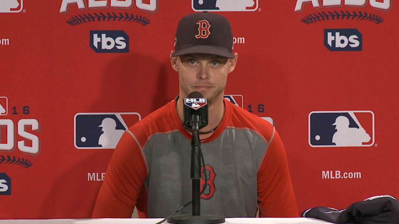 Buchholz discusses team meeting