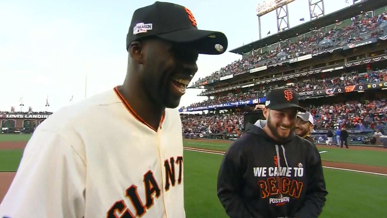 Warriors' Green throws out 1st pitch