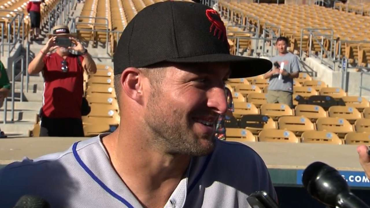 Tebow aids ailing fan after Fall League debut