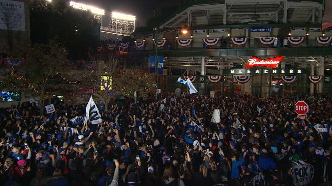 Napoli on Wrigley atmosphere