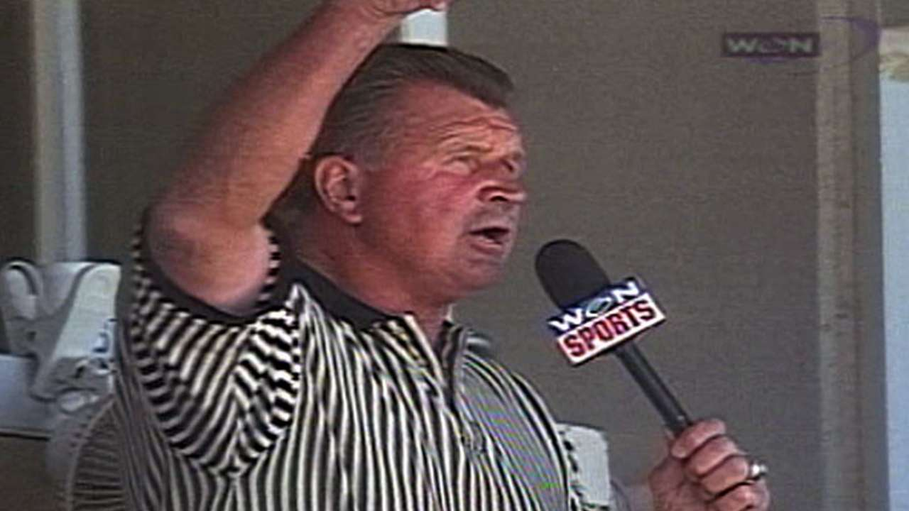 Mike Ditka sings during stretch