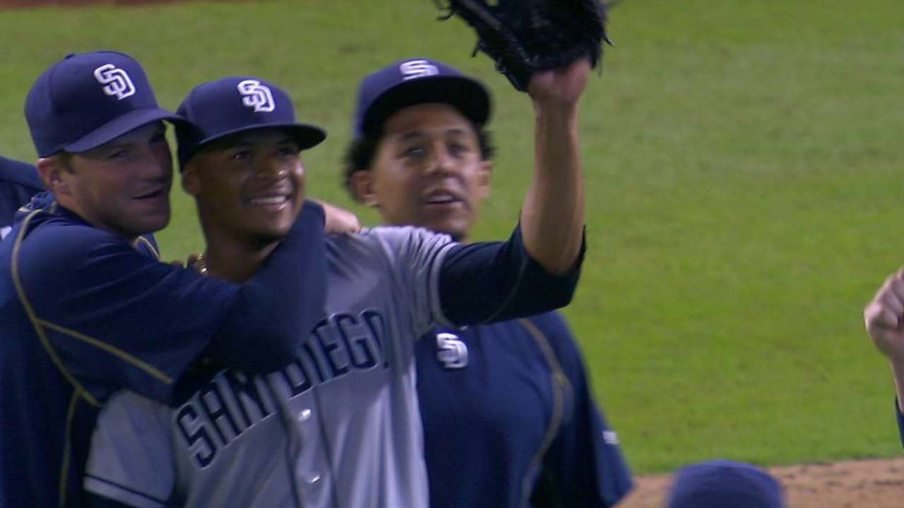 Clutch hits back Perdomo's CG as Padres beat Marlins