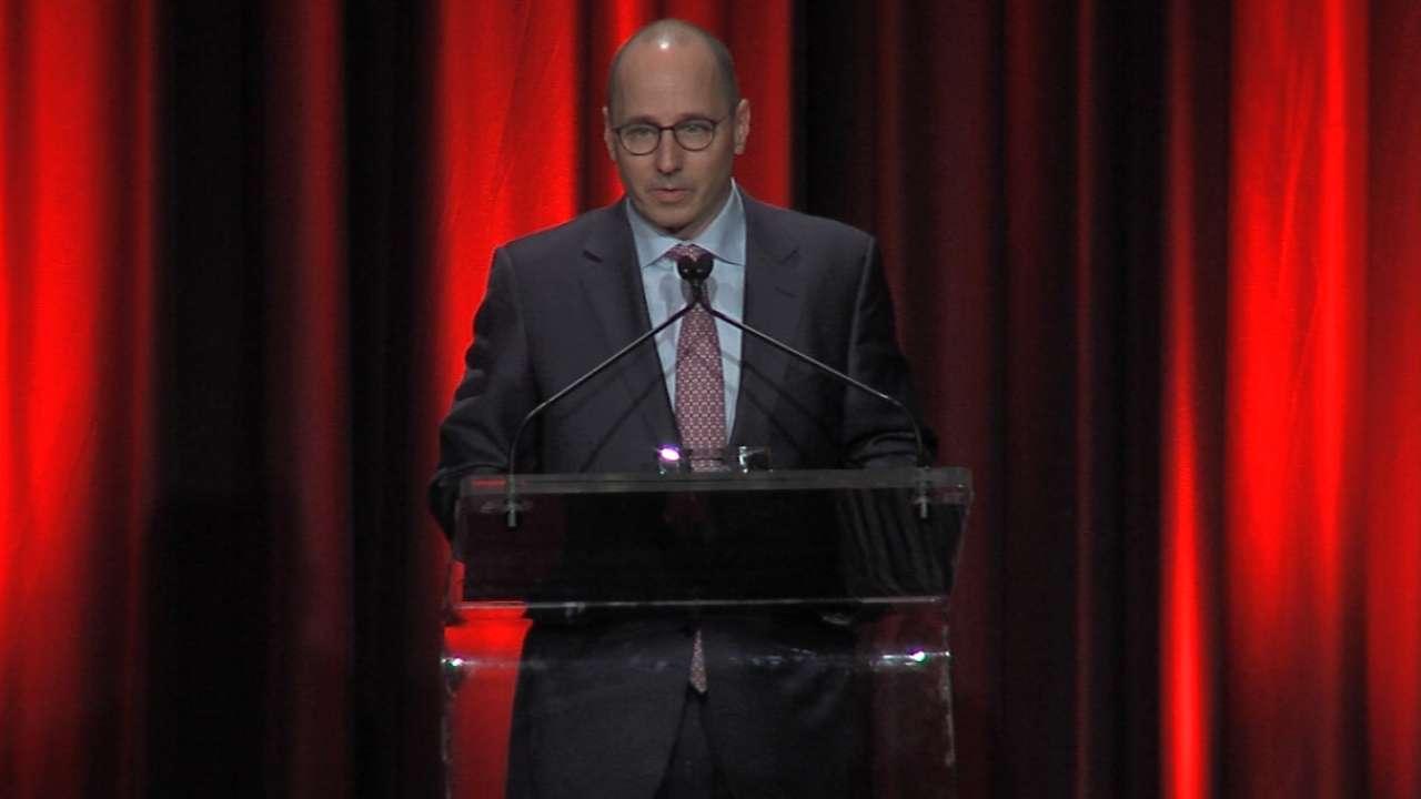 Cashman accepts Lou Gehrig Award