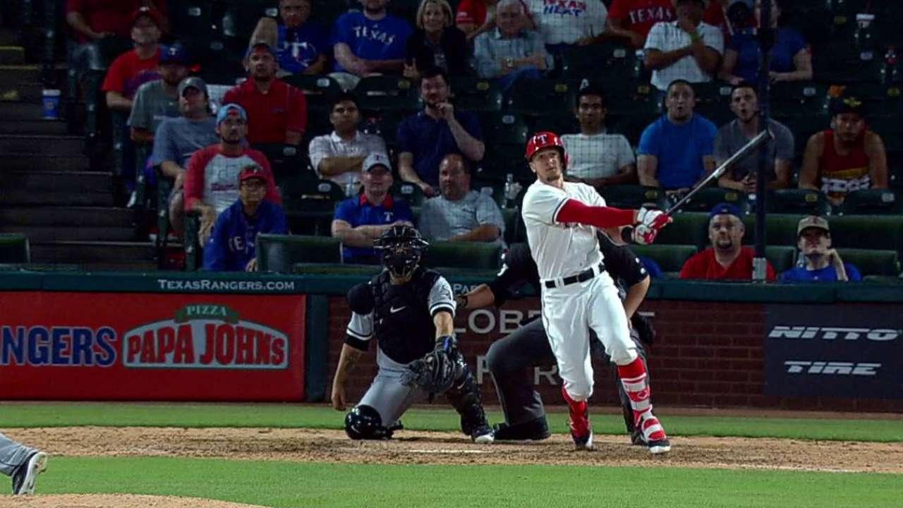 Seven-run 8th rallies Rangers past White Sox