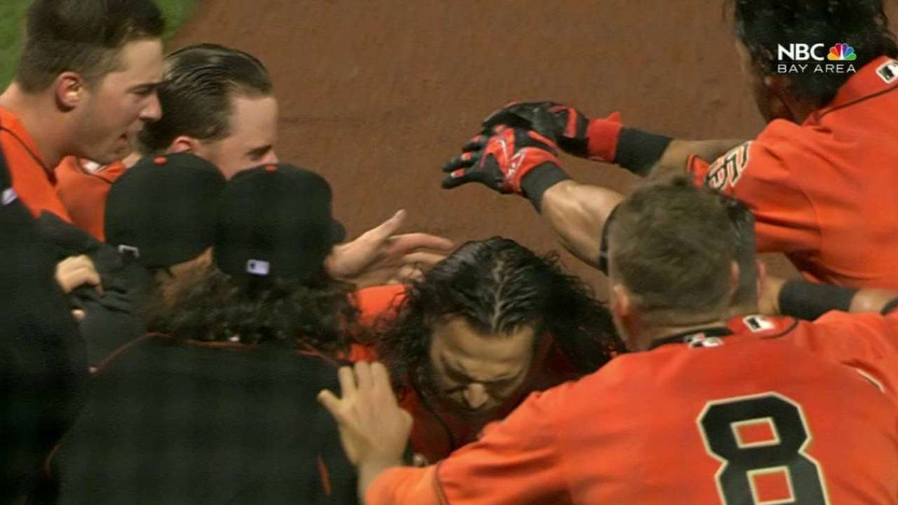 Giants spoil no-hitter, win with walk-off shot