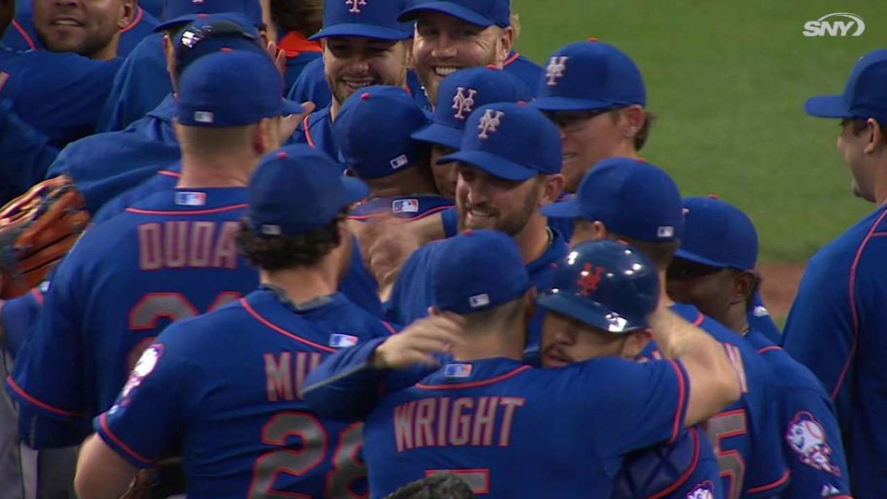 Familia fans Bruce, Mets clinch