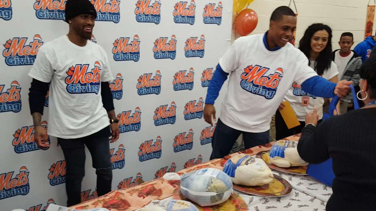 Granderson continues to give during Thanksgiving season