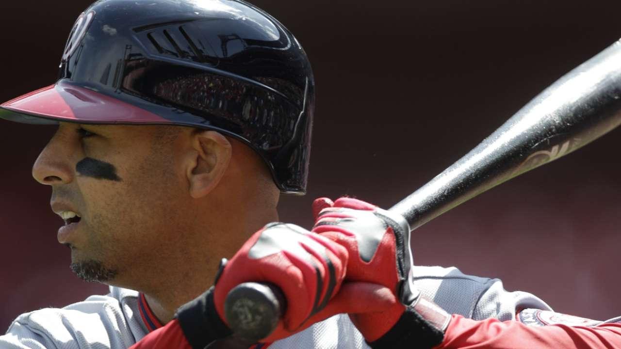 Astros hire Cora as bench coach