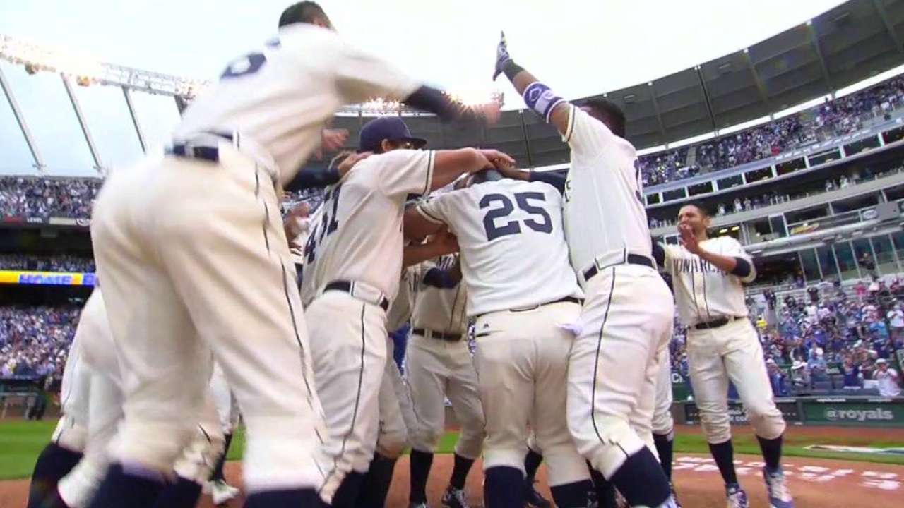 Royals walk off in 13th to win set with Braves