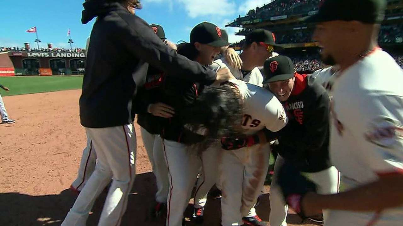 Giants win 5th straight on walk-off 1B in 10th