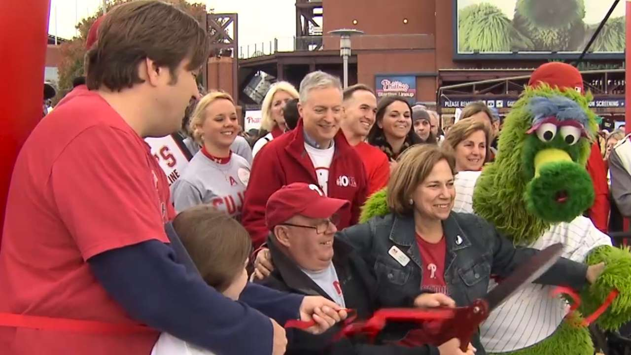 Phillies receive top honor for philanthropic efforts
