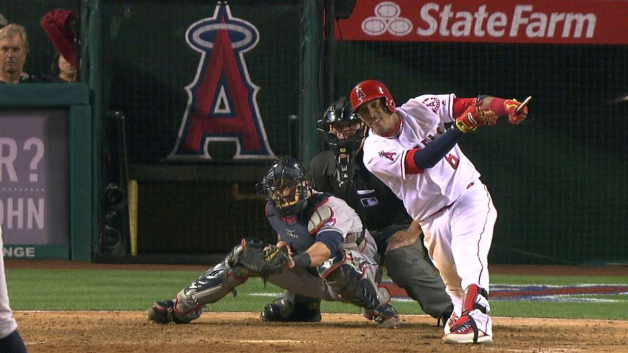 Yunel'd it! Angels walk off to stun Tribe