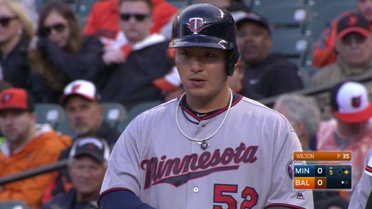 Comfortable at plate, Park notches 1st hit