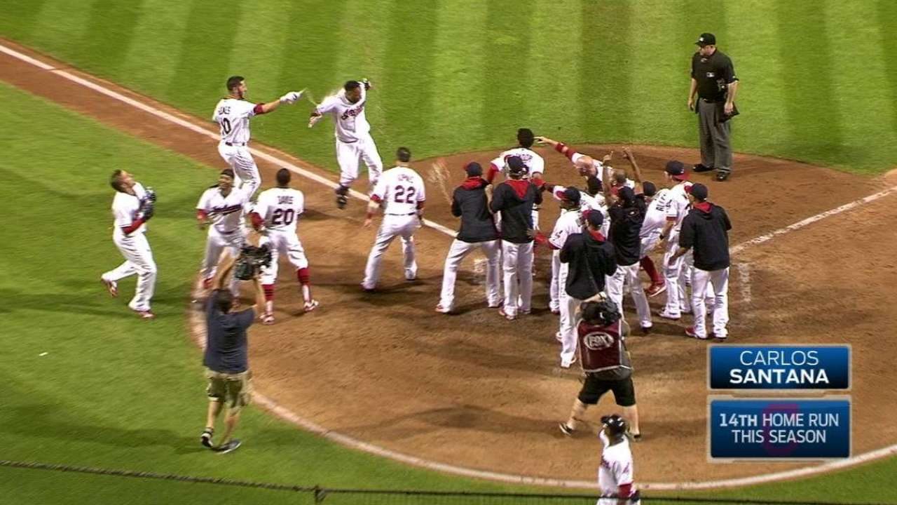 In 0-2 hole, Santana keeps Tribe in 1st