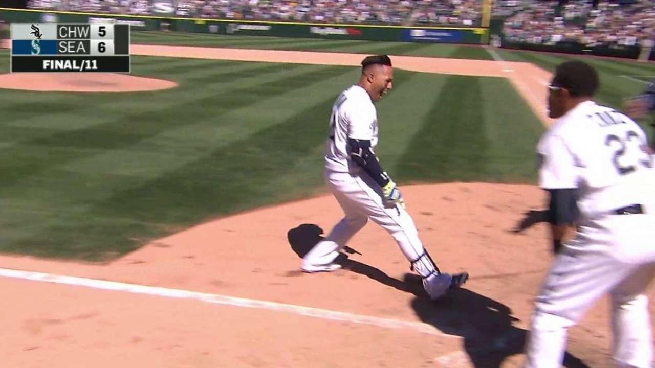 Mariners stun White Sox on Martin's walk-off HR