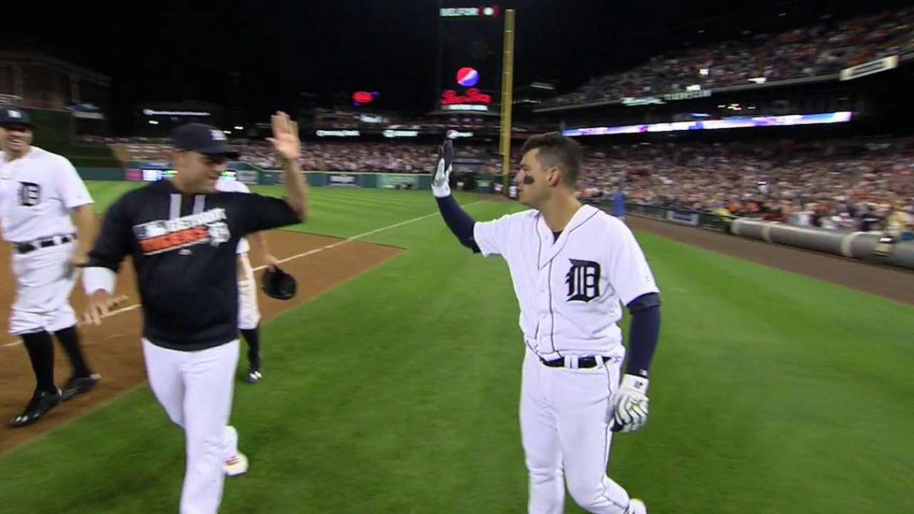 Tigers reward Verlander for gem with walk-off
