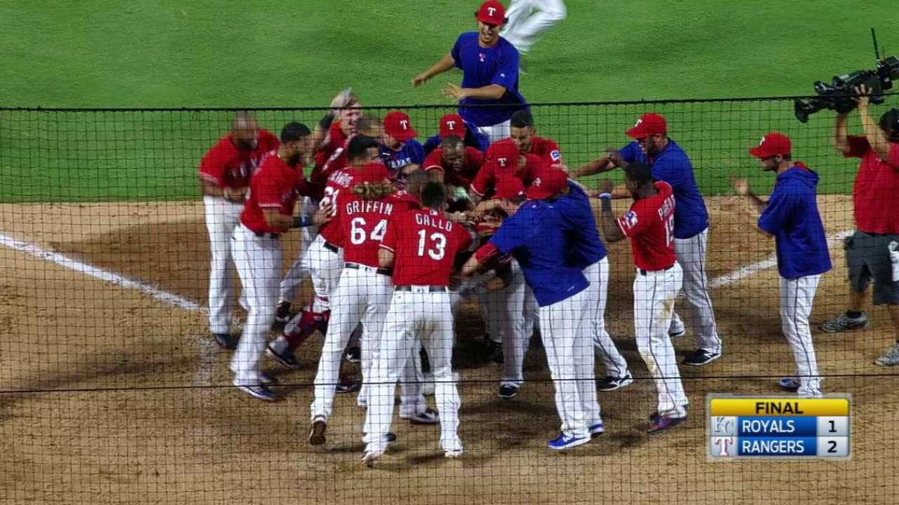 Moreland's walk-off HR keeps Rangers on roll