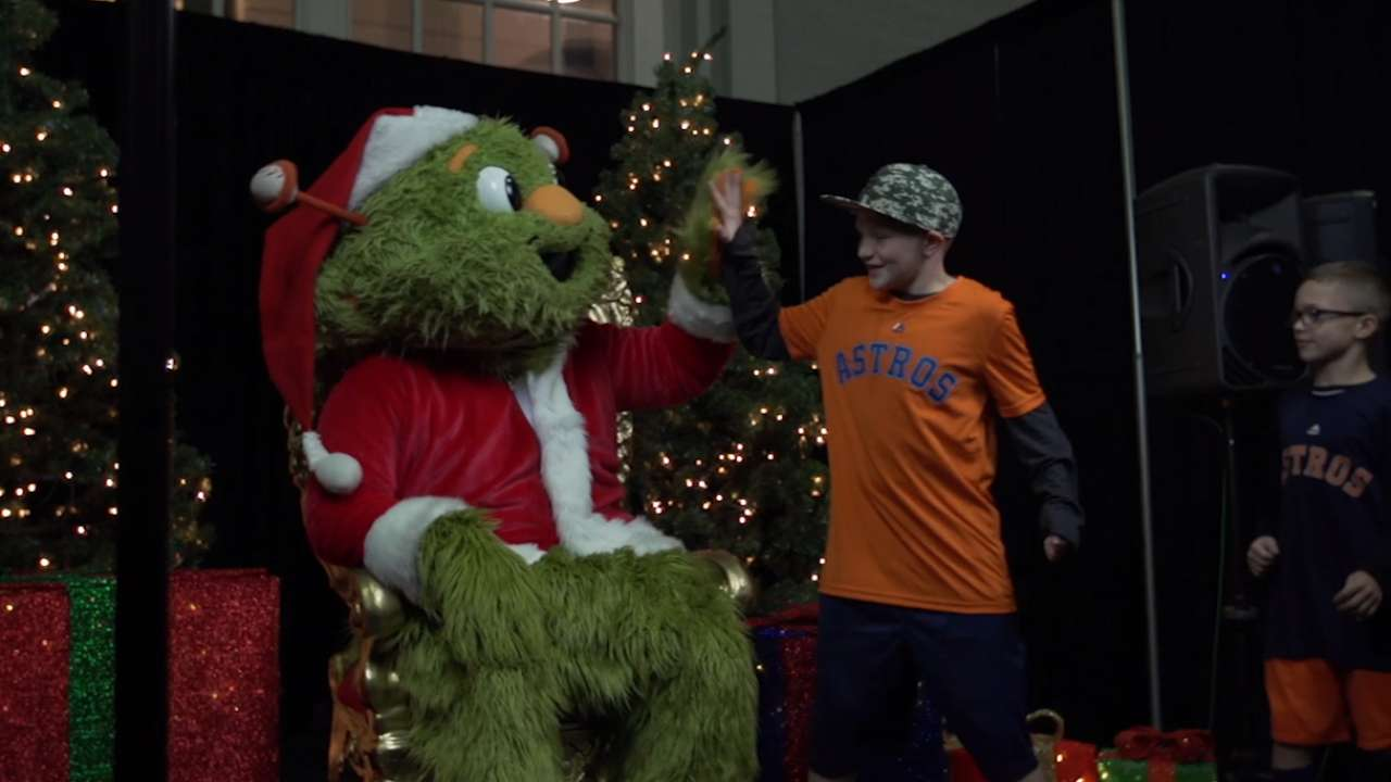 Astros fans flock to holiday event at Minute Maid