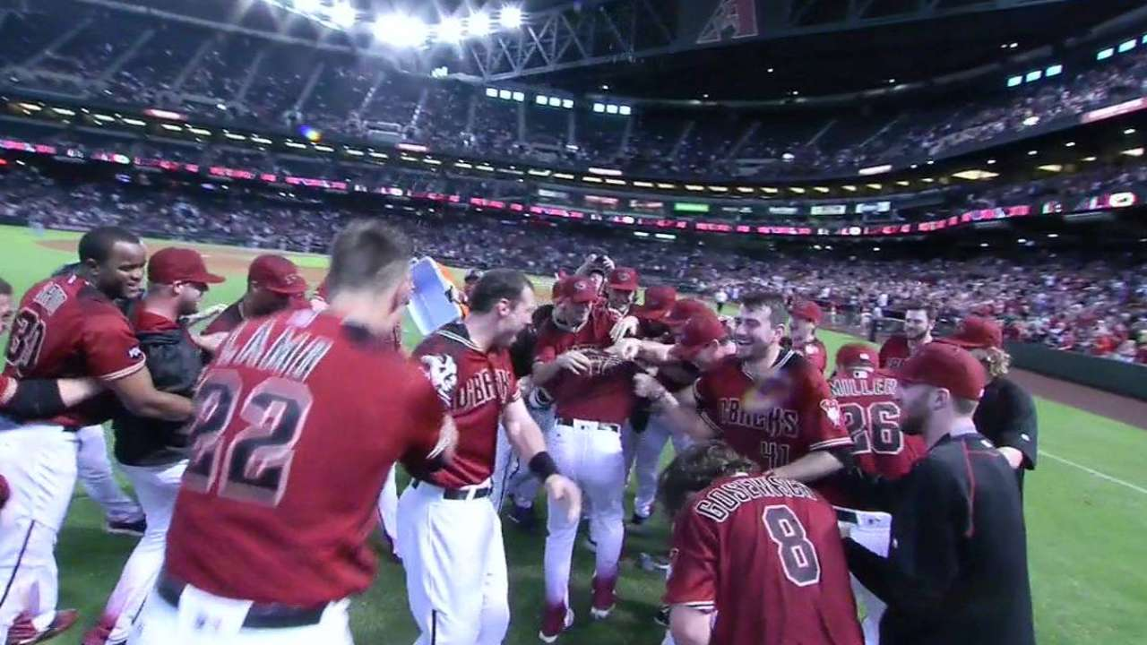 D-backs walk off, push past Padres in finale