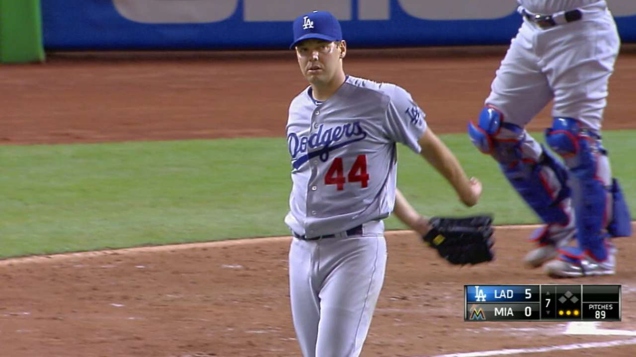 Hill re-signs with the Dodgers
