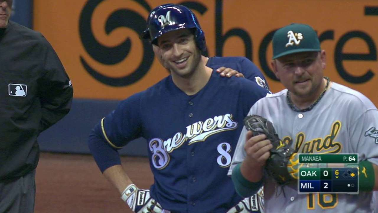 Braun makes Brewers history with 1,500 hits