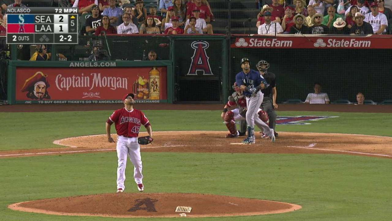 Felix fans eight as Mariners edge Angels