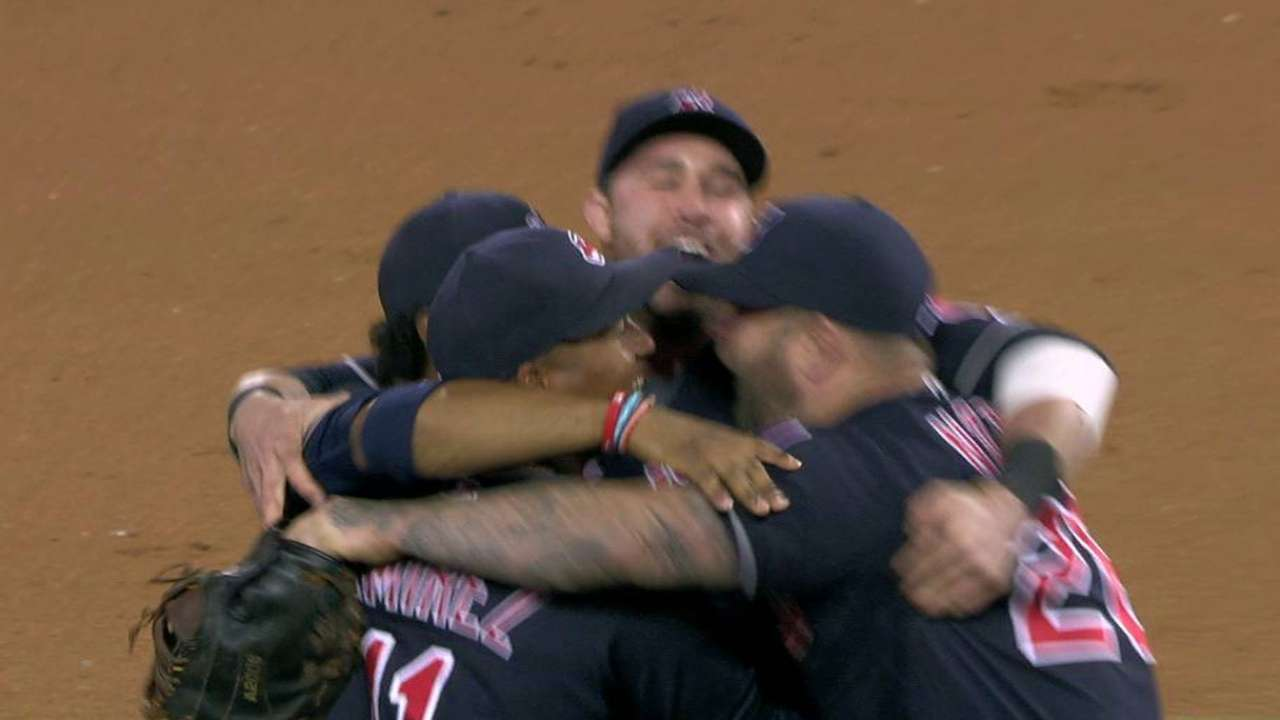 Indians win AL Central for 1st time since '07