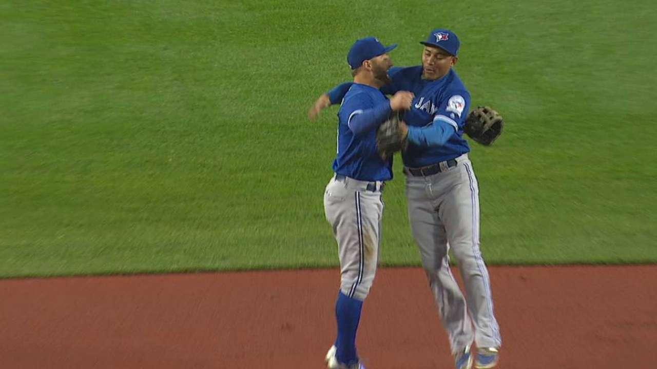 Blue Jays edge Sox to earn top AL Wild Card
