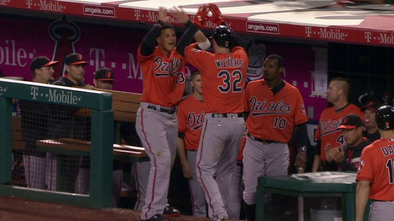 Late Wieters blast lifts O's over Angels