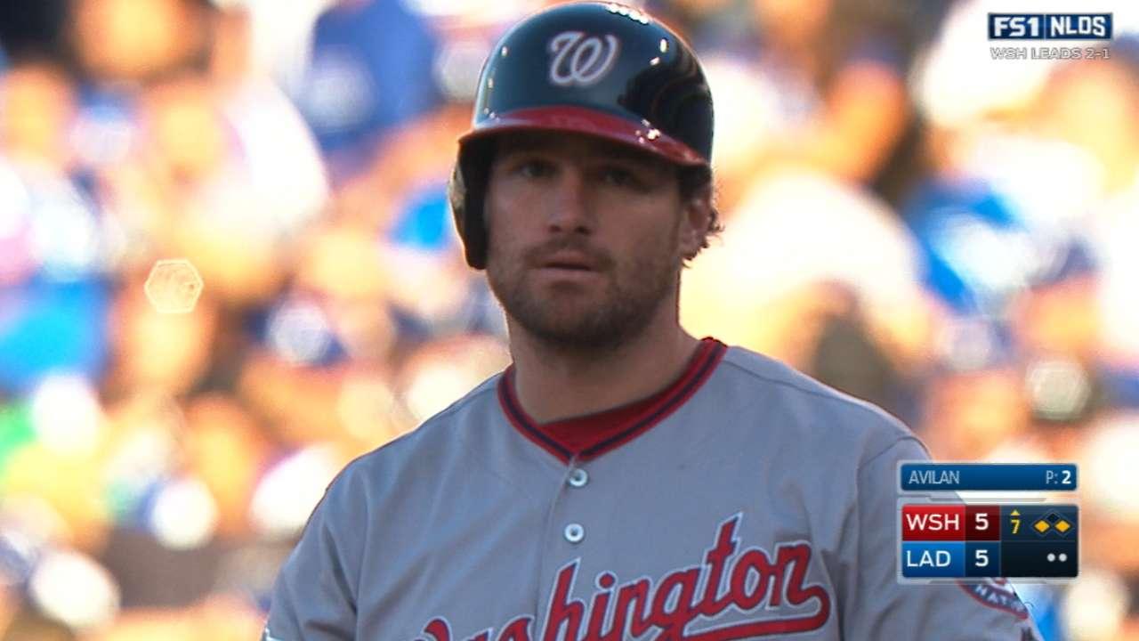 Murphy strikes again in big 7th-inning rally