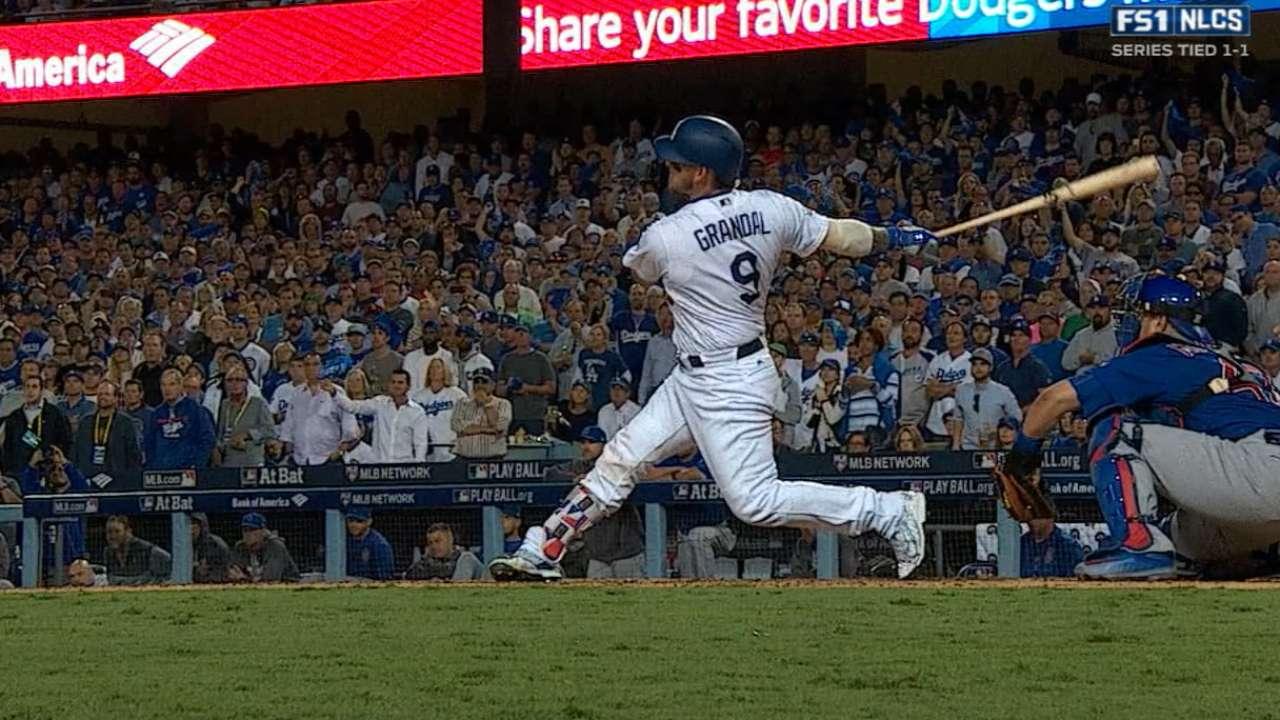 Dodgers vuelven a blanquear a Cachorros y aventajan la SCLN 2-1