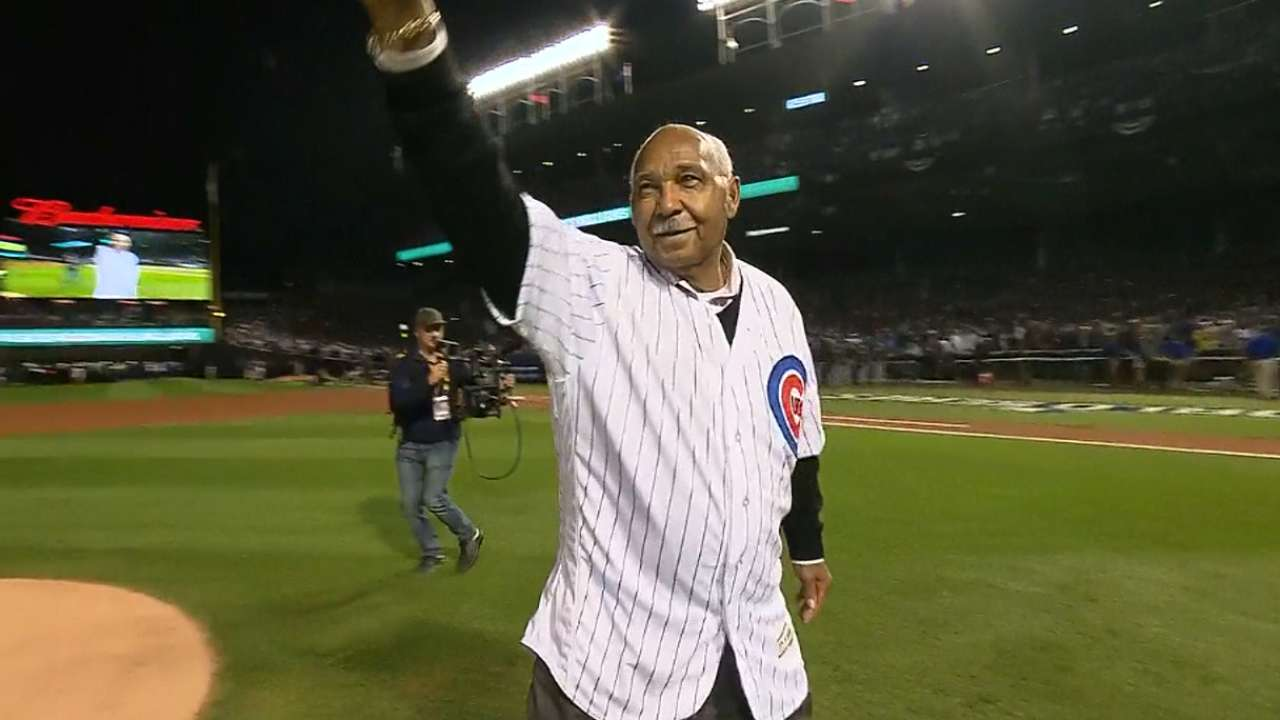Hall of Famer Billy Williams throws out 1st pitch