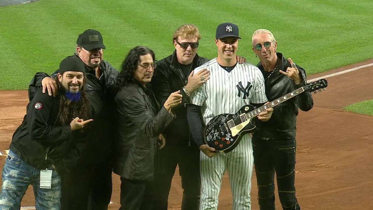 Twisted Sister gives Teixeira rockin' parting gift