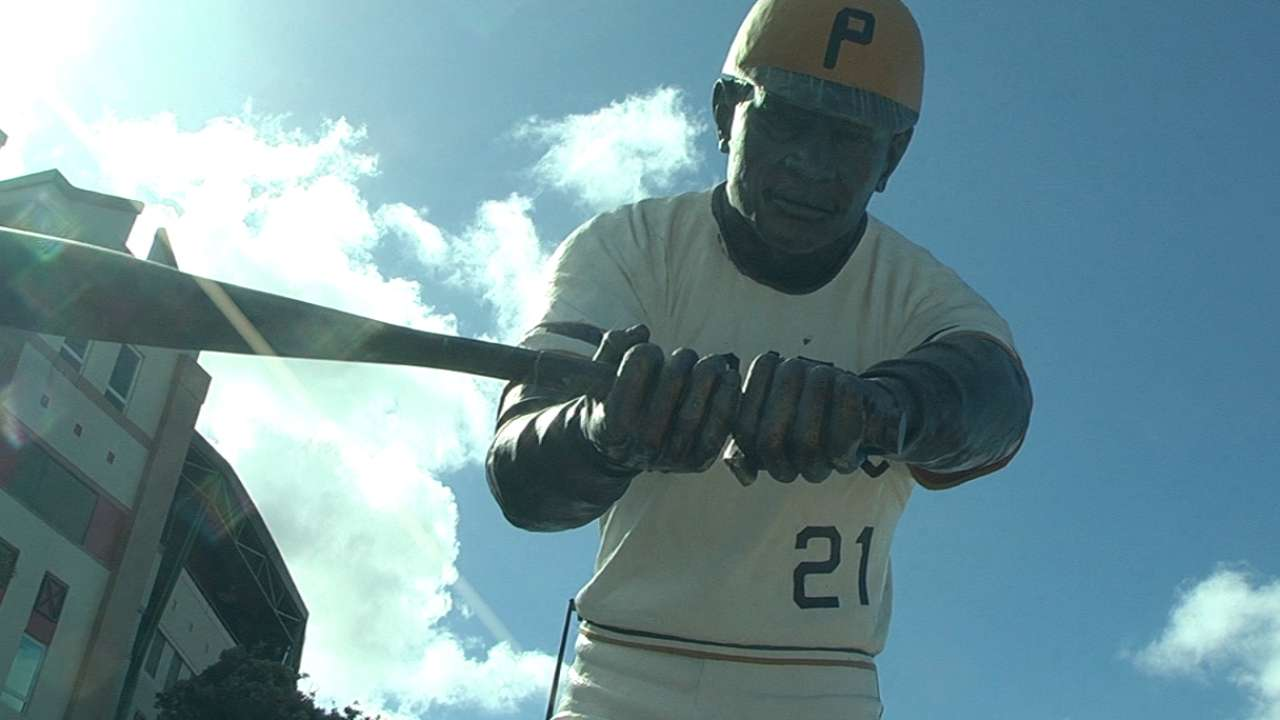 Clemente honored at clinic during Puerto Rico goodwill tour