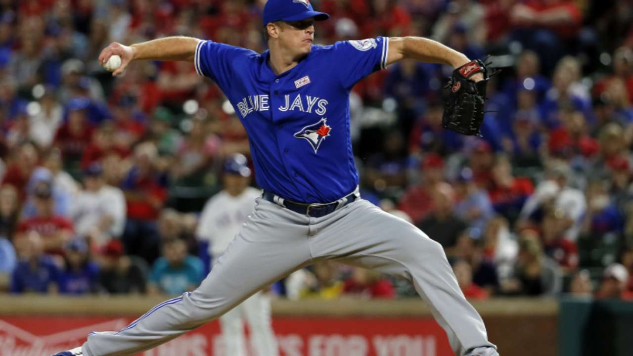 Blue Jays reunite with righty Floyd on Minors deal