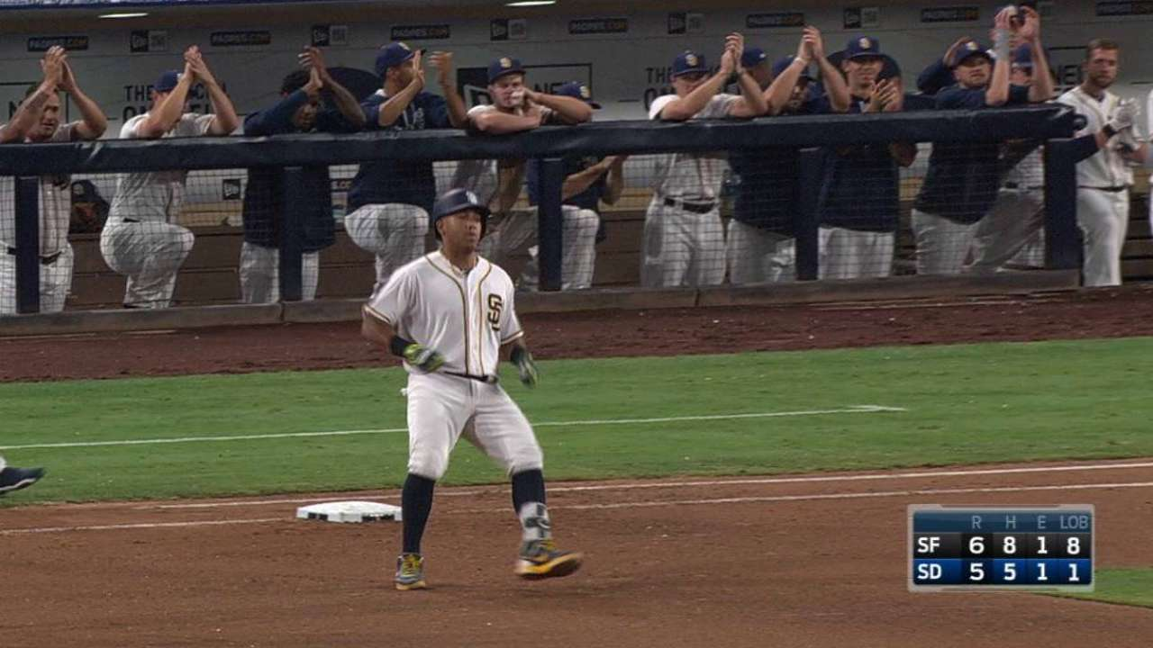 Solarte has emotional return to Padres