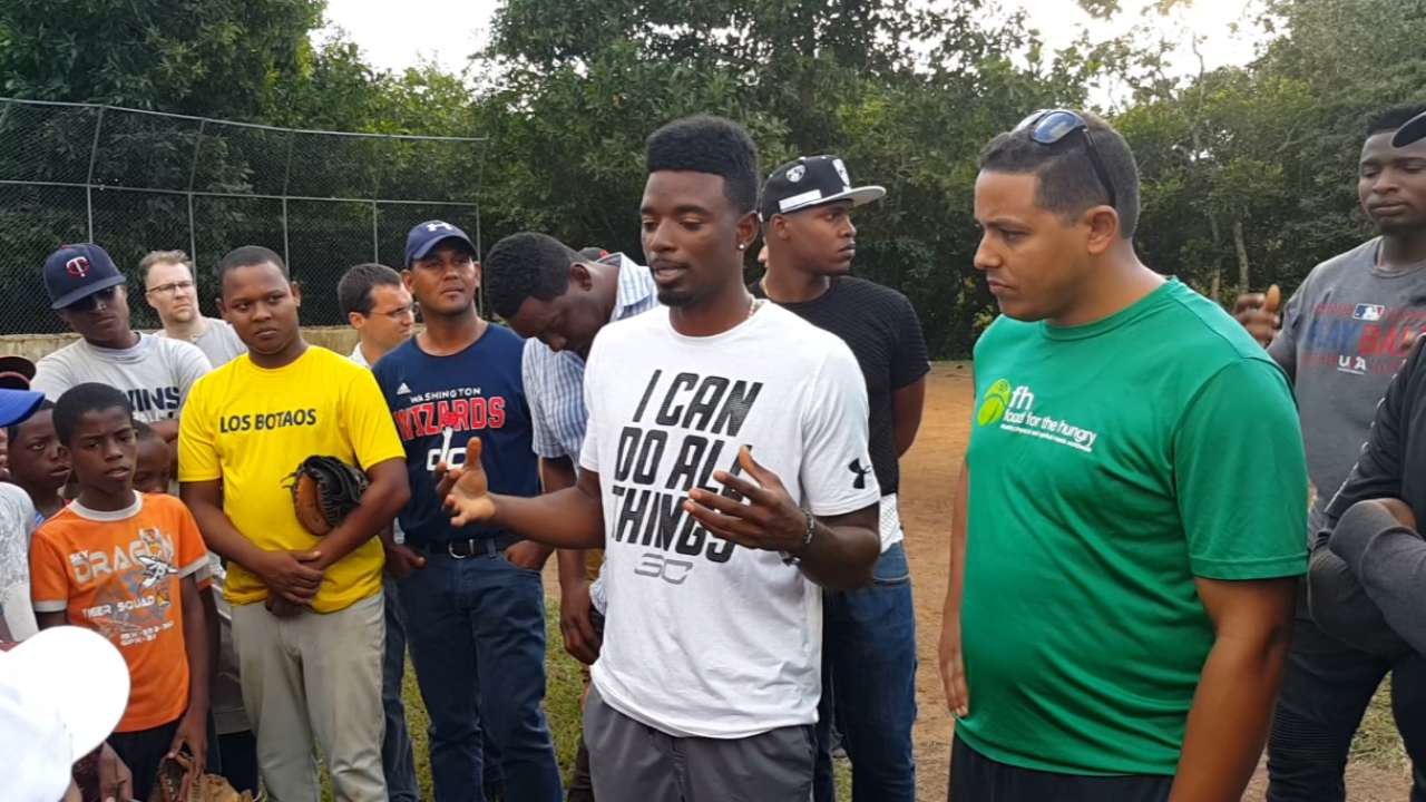 MLB players help launch DR hunger initiative